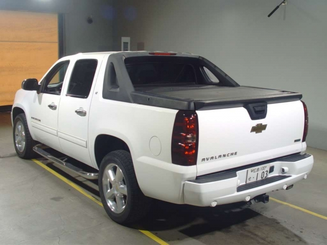 Import and buy GM CHEVROLET AVALANCHE 2014 from Japan to Nairobi, Kenya