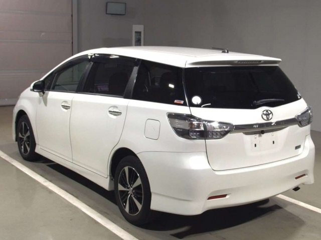 Import and buy TOYOTA WISH 2014 from Japan to Nairobi, Kenya