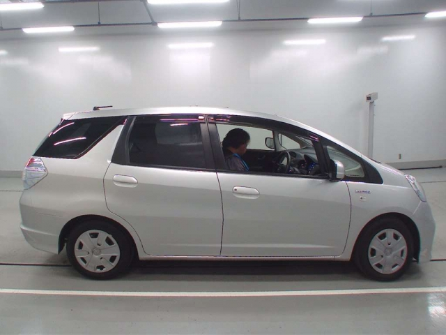 Import and buy HONDA FIT SHUTTLE 2014 from Japan to Nairobi, Kenya