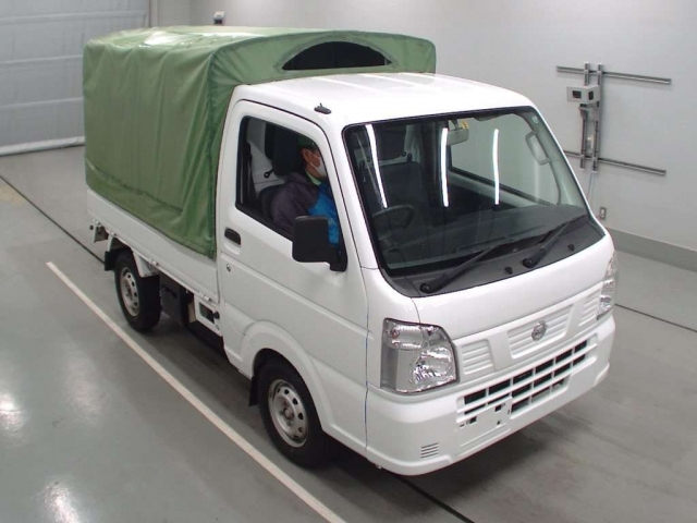 Import and buy NISSAN CLIPPER TRUCK 2017 from Japan to Nairobi, Kenya
