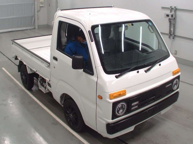Import and buy DAIHATSU HIJET TRUCK 2016 from Japan to Nairobi, Kenya