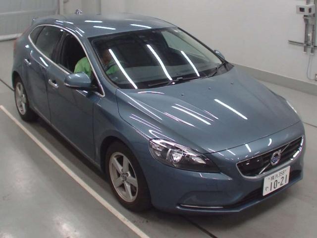 Import and buy VOLVO V40 2014 from Japan to Nairobi, Kenya