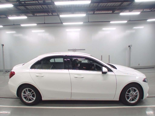 Import and buy MERCEDES BENZ A CLASS 2020 from Japan to Nairobi, Kenya