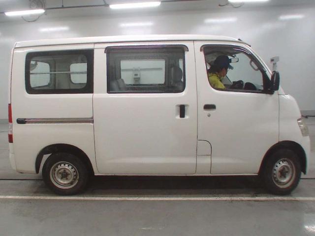 Import and buy TOYOTA LITE ACE VAN 2014 from Japan to Nairobi, Kenya