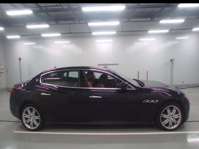 Import and buy MASERATI QUATTROPORTE 2013 from Japan to Nairobi, Kenya