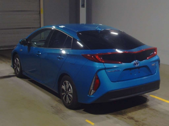 Import and buy TOYOTA PRIUS PHV 2017 from Japan to Nairobi, Kenya