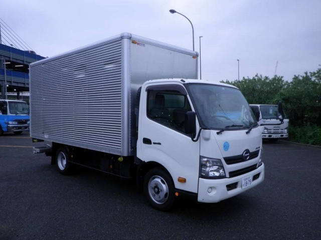 Import and buy HINO DUTORO 2016 from Japan to Nairobi, Kenya