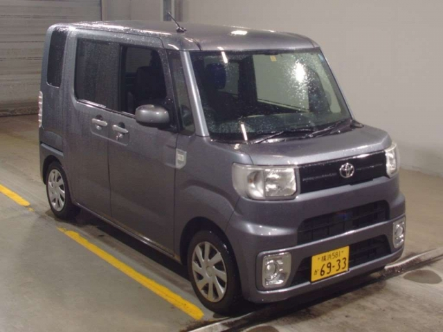 Import and buy TOYOTA PIXIS MEGA 2017 from Japan to Nairobi, Kenya