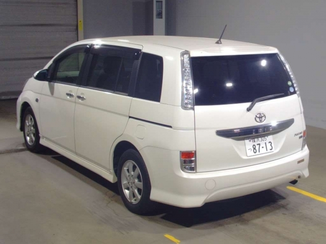 Import and buy TOYOTA ISIS 2014 from Japan to Nairobi, Kenya