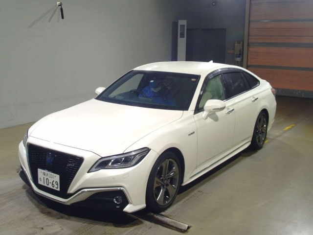 Import and buy TOYOTA CROWN 2019 from Japan to Nairobi, Kenya