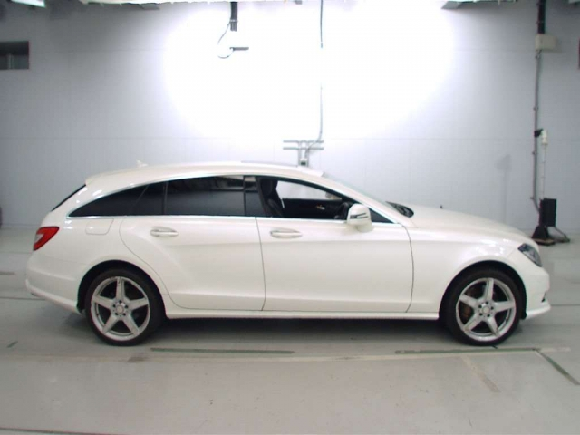 Import and buy MERCEDES BENZ CLS CLASS 2013 from Japan to Nairobi, Kenya