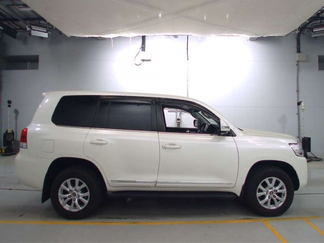 Import and buy TOYOTA LAND CRUISER 2016 from Japan to Nairobi, Kenya