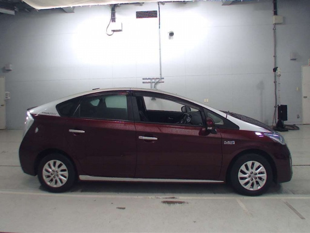Import and buy TOYOTA PRIUS PHV 2014 from Japan to Nairobi, Kenya