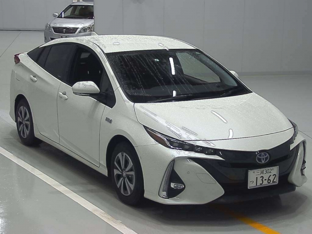 Import and buy TOYOTA PRIUS PHV 2019 from Japan to Nairobi, Kenya