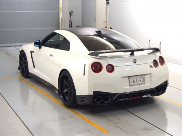 Import and buy NISSAN GT-R 2014 from Japan to Nairobi, Kenya