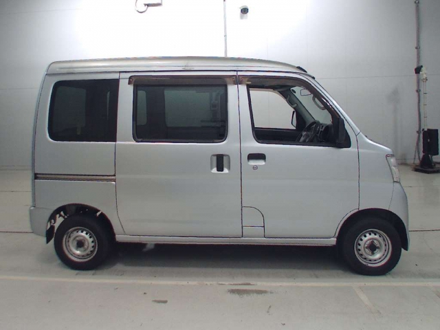 Import and buy TOYOTA PIXIS VAN 2015 from Japan to Nairobi, Kenya