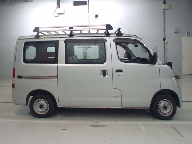 Import and buy TOYOTA TOWN ACE VAN 2013 from Japan to Nairobi, Kenya