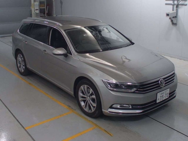Import and buy VOLKSWAGEN PASSAT VARIANT 2015 from Japan to Nairobi, Kenya
