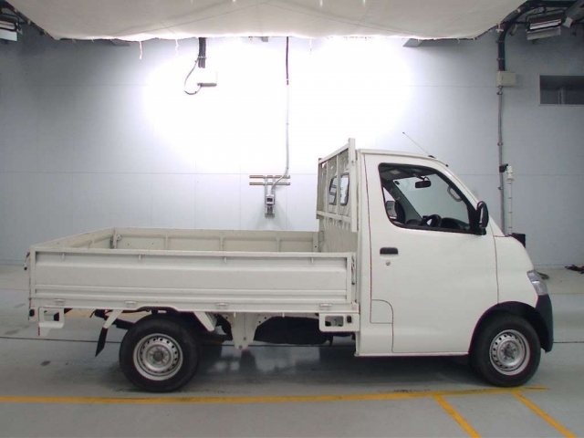 Import and buy TOYOTA TOWN ACE TRUCK 2018 from Japan to Nairobi, Kenya