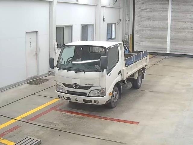 Import and buy HINO DUTRO 2015 from Japan to Nairobi, Kenya