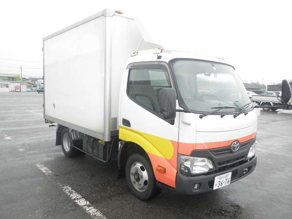 Import and buy TOYOTA DYNA 2017 from Japan to Nairobi, Kenya