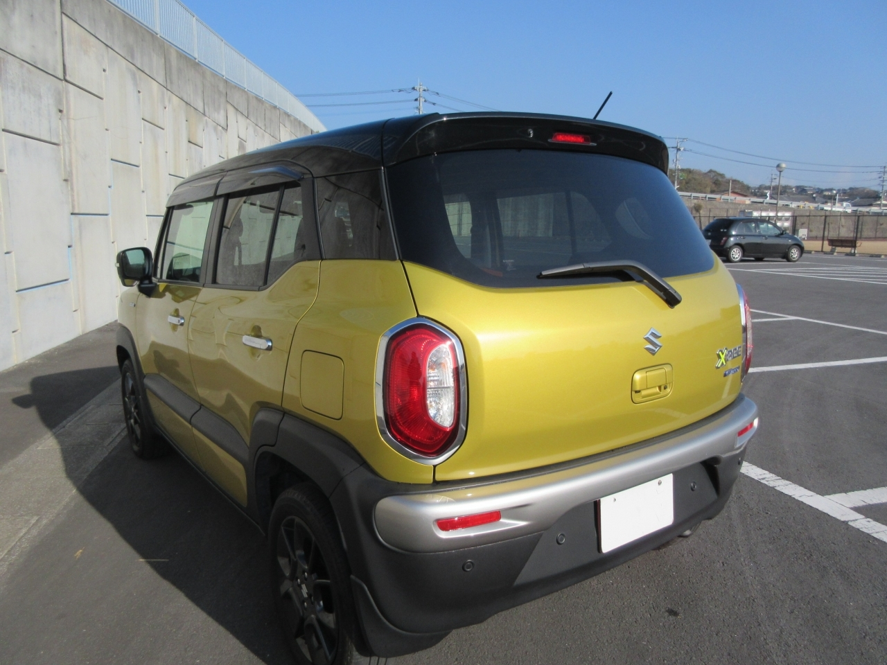 Import and buy SUZUKI XBEE 2018 from Japan to Nairobi, Kenya