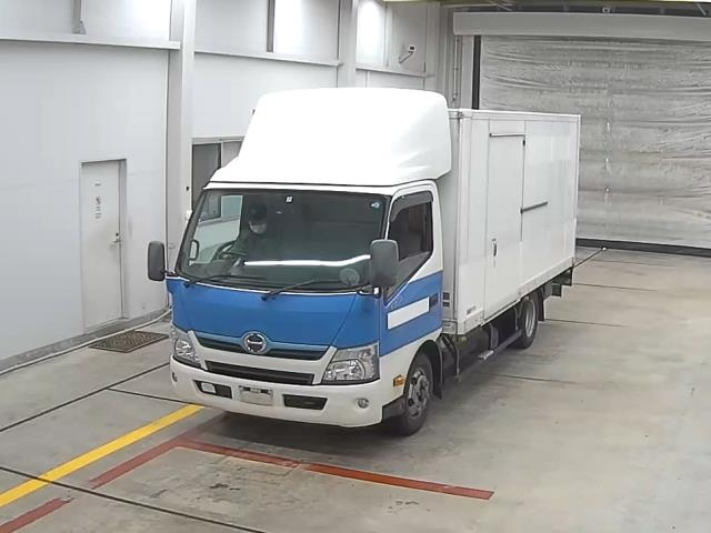 Import and buy HINO DUTORO 2014 from Japan to Nairobi, Kenya