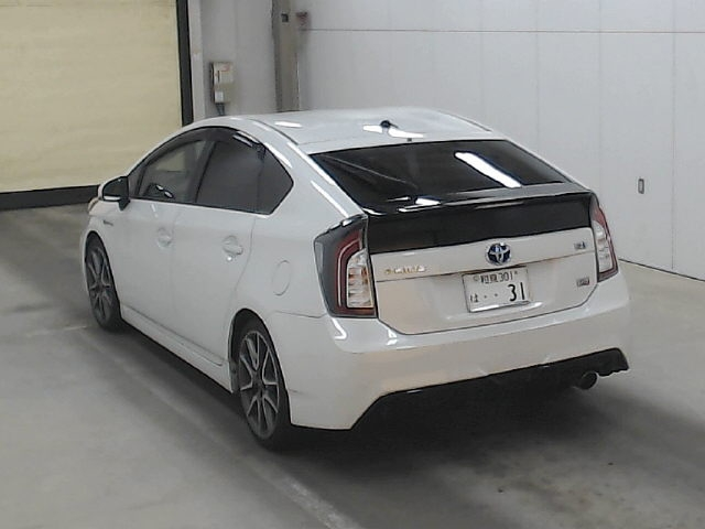 Import and buy TOYOTA PRIUS 2013 from Japan to Nairobi, Kenya