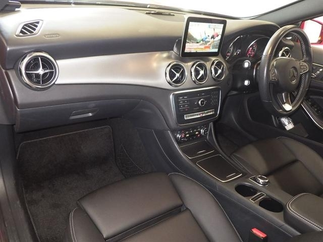 Import and buy MERCEDES BENZ GLA CLASS 2018 from Japan to Nairobi, Kenya