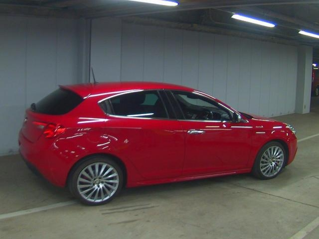 Import and buy ALFAROMEO GIULIETTA 2015 from Japan to Nairobi, Kenya