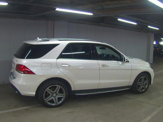 Import and buy MERCEDES BENZ GLE CLASS 2017 from Japan to Nairobi, Kenya