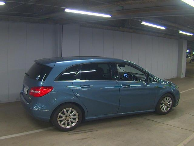 Import and buy MERCEDES BENZ B CLASS 2013 from Japan to Nairobi, Kenya