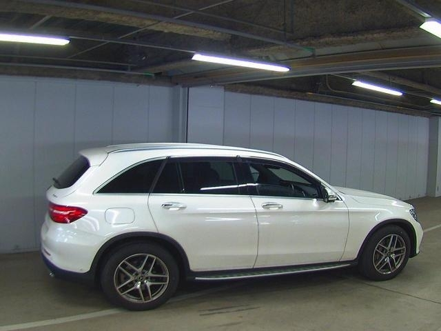 Import and buy MERCEDES BENZ GLC CLASS 2018 from Japan to Nairobi, Kenya