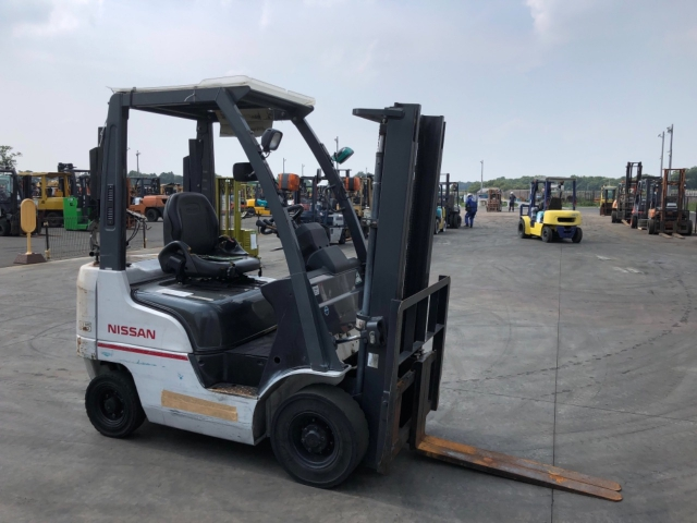Import and buy NISSAN FORKLIFT 2013 from Japan to Nairobi, Kenya
