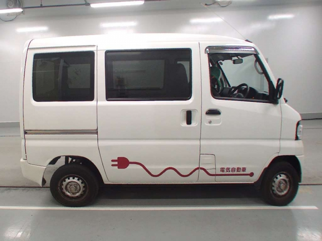Import and buy MITSUBISHI MINICAB MIEV 2013 from Japan to Nairobi, Kenya