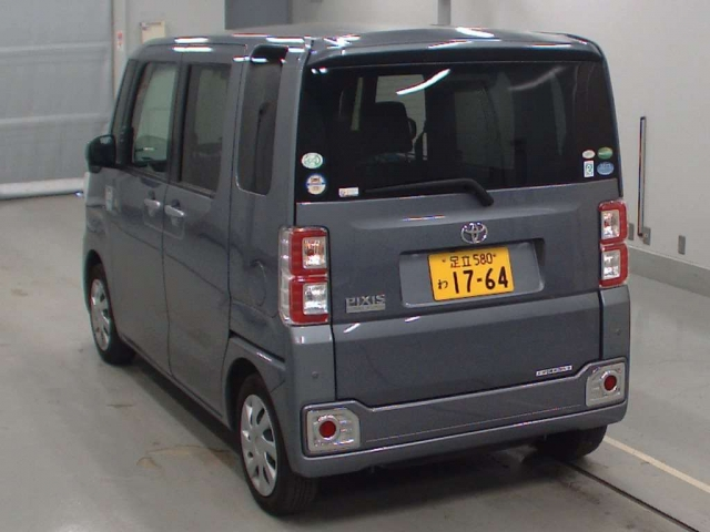 Import and buy TOYOTA PIXIS MEGA 2016 from Japan to Nairobi, Kenya