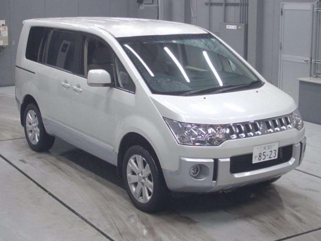 Import and buy MITSUBISHI DELICA D5 2014 from Japan to Nairobi, Kenya