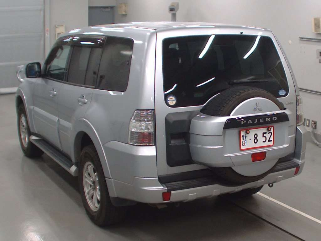 Import and buy MITSUBISHI PAJERO 2013 from Japan to Nairobi, Kenya