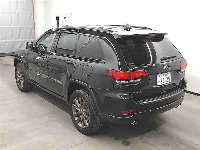 Import and buy CHRYSLER JEEP GRAND CHEROKEE 2016 from Japan to Nairobi, Kenya
