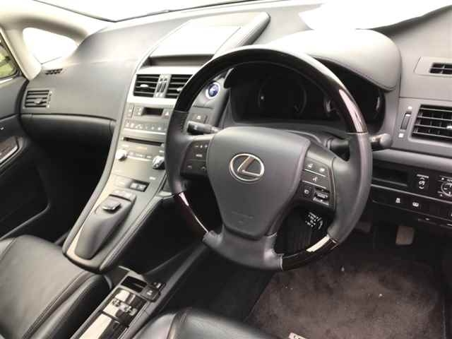Import and buy LEXUS HS 2013 from Japan to Nairobi, Kenya
