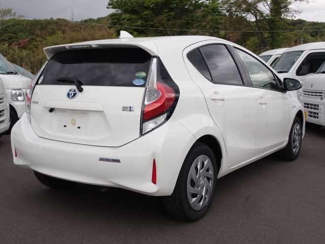 Import and buy TOYOTA AQUA 2018 from Japan to Nairobi, Kenya