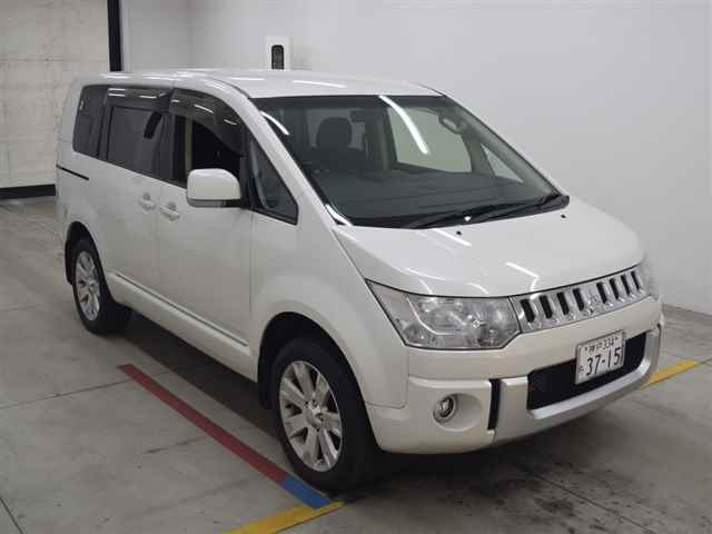 Import and buy MITSUBISHI DELICA D5 2013 from Japan to Nairobi, Kenya
