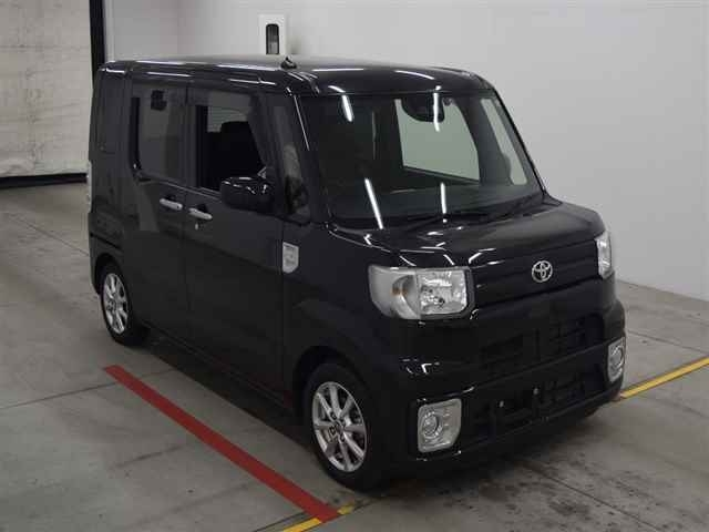Import and buy TOYOTA PIXIS MEGA 2018 from Japan to Nairobi, Kenya