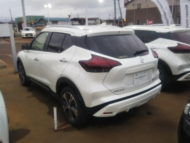 Import and buy NISSAN KIX 2020 from Japan to Nairobi, Kenya