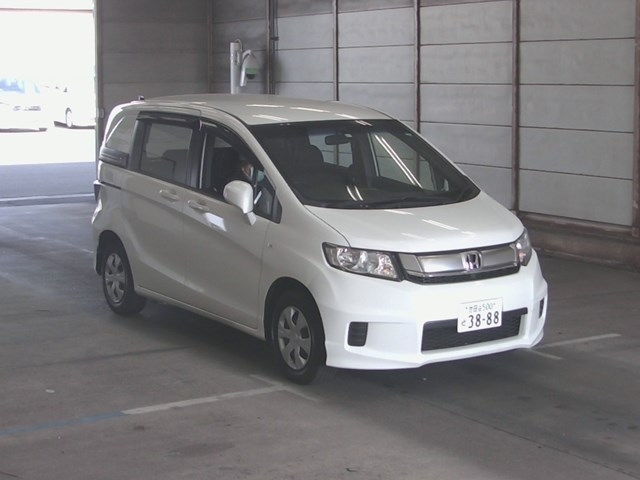 Import and buy HONDA FREED SPIKE 2015 from Japan to Nairobi, Kenya