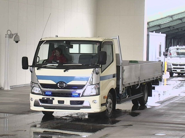 Import and buy HINO DUTORO 2017 from Japan to Nairobi, Kenya