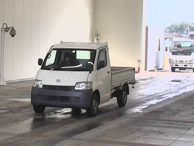 Import and buy TOYOTA LITE ACE TRUCK 2015 from Japan to Nairobi, Kenya