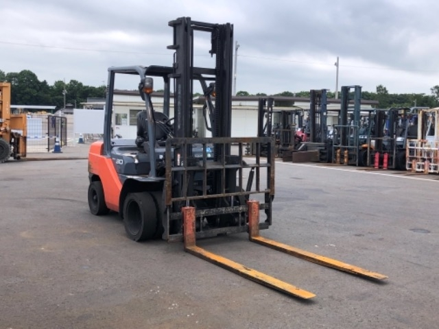 Import and buy TOYOTA FORKLIFT 2014 from Japan to Nairobi, Kenya
