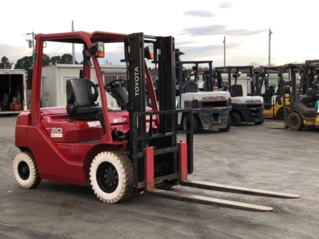 Import and buy TOYOTA FORKLIFT 2013 from Japan to Nairobi, Kenya