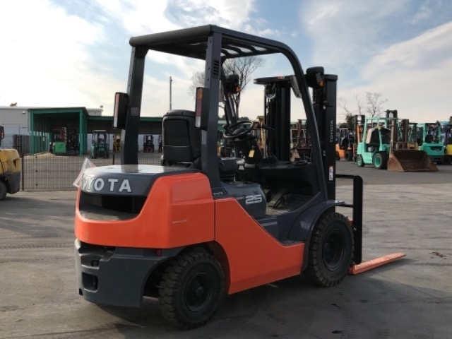 Import and buy TOYOTA FORKLIFT 2017 from Japan to Nairobi, Kenya